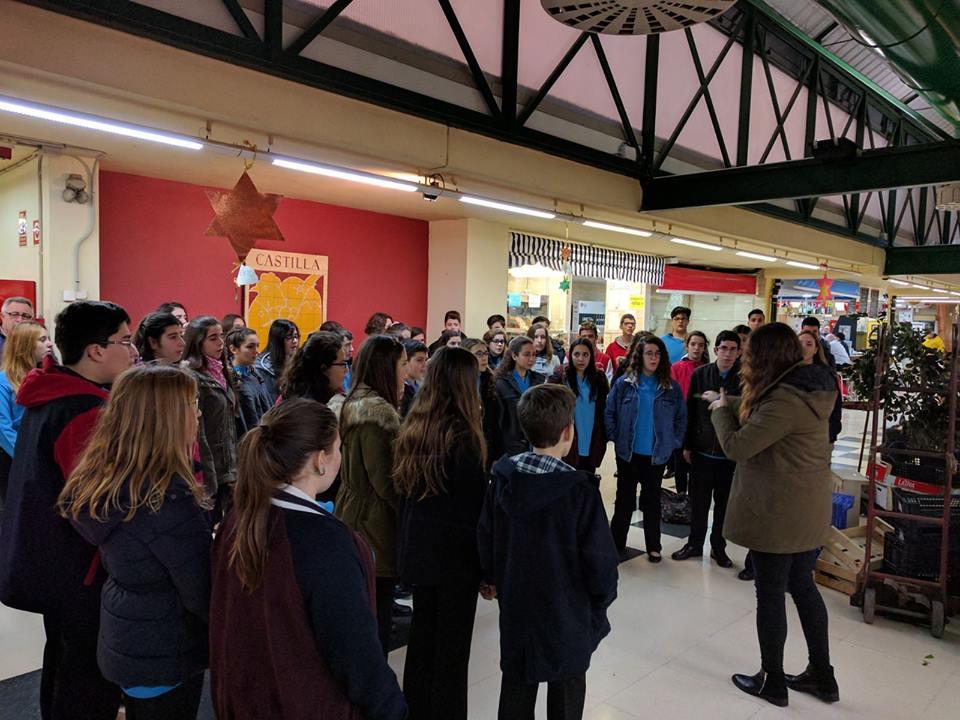 Cantando en el Mercado de Castilla (Valencia)