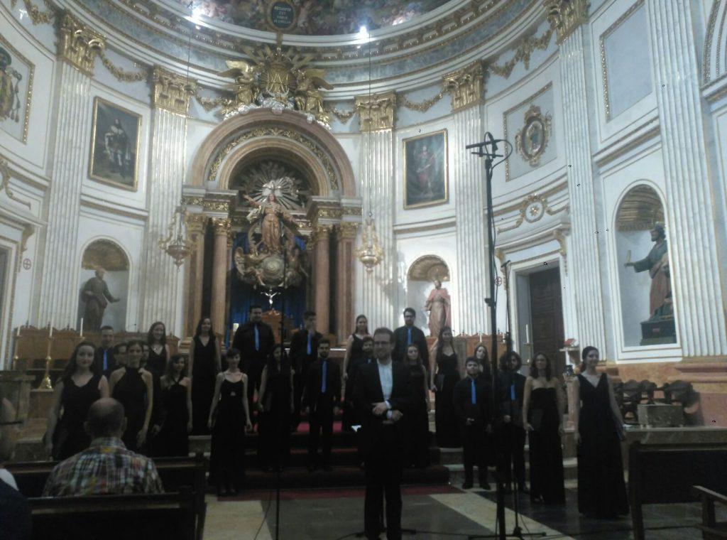 Francesc Gamón haciendo la presentación del concierto